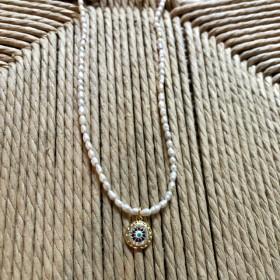 Collier perles et oeil